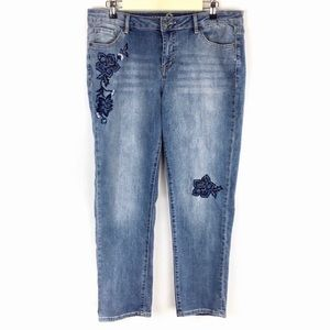 W62 Embroidered Floral Boyfriend Jeans Size 8
